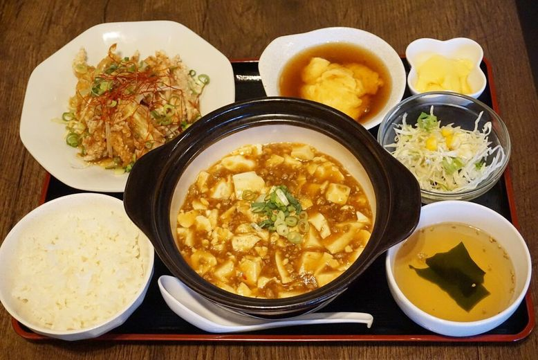 【旅するランチvol.19】好きなメインが16種類から選べる!ご飯がすすむ、平日限定のボリューム満点中華ランチ