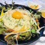 野菜がたっぷり摂れる「チキンライスのチーズドーム」。ランチの内容は3日おきに変わる