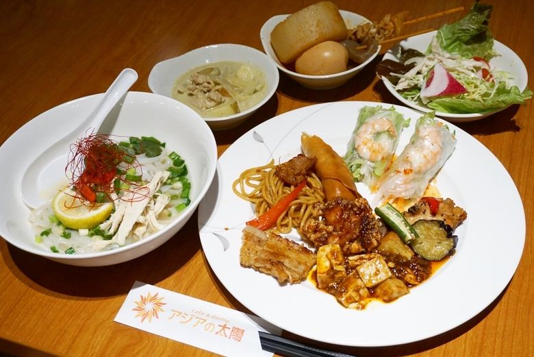 【旅するランチvol.38】胃袋は無限大だよどこまでも。制限時間60分でアジアの各国料理を食べ尽くせ!
