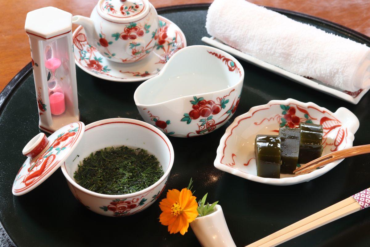 茶葉を食べる日本茶!?高級玉露をフルコースで味わえる日本茶喫茶で落ち着くひと時を